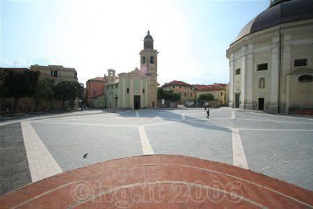 Loano - Piazza comune 2