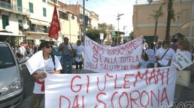 Loano - protesta santa corona