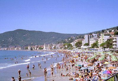 Spiaggia balneazione bagnanti