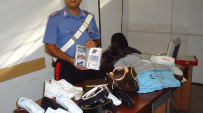 Sequestro merce contraffatta carabinieri