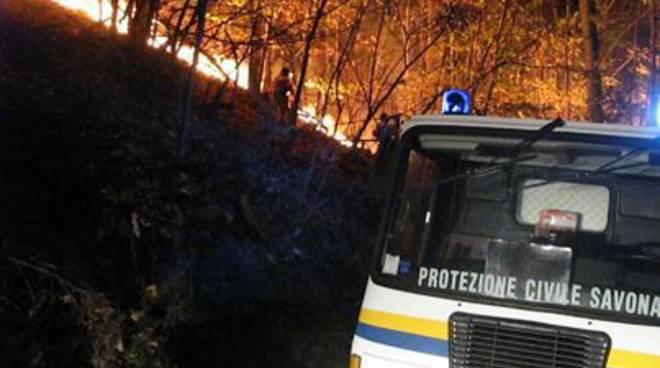 Incendio boschivo protezione civile