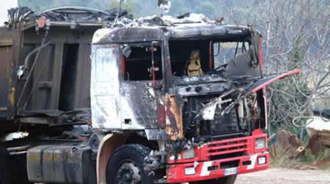 Andora - camion bruciati
