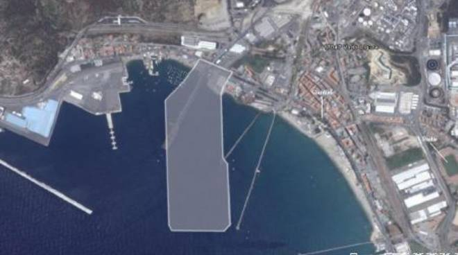 Piattaforma Maersk a Vado - Dimensione vista dall'alto