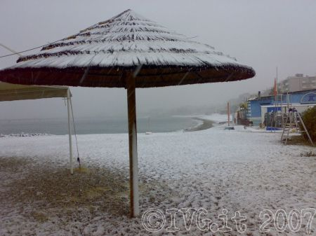 Vado Ligure - spiaggia imbiancata