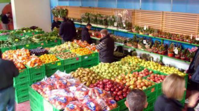 Albenga, mercatino dell'Ortofrutticola
