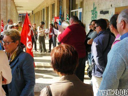 Savona, presidio sindacati