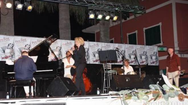 Concerto jazz di Rossana Casale in svolgimento al PercFest di Laigueglia.