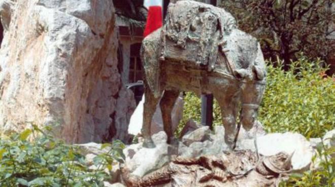 """Albenga, inaugurazione del monumento """"L'alpino e il mulo"""""""