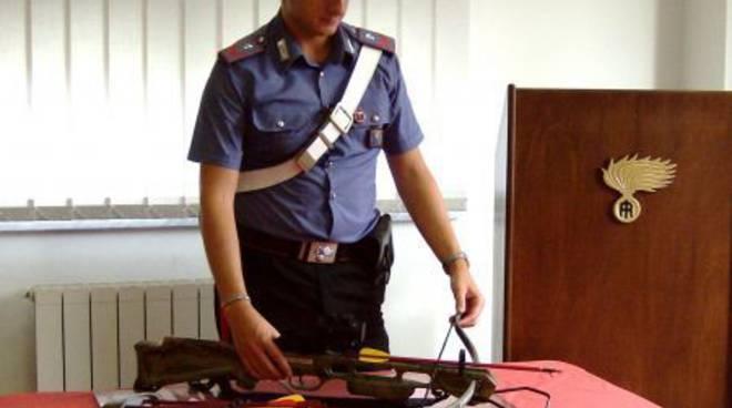 Albenga, tentato omicidio con un colpo di balestra: tre arresti