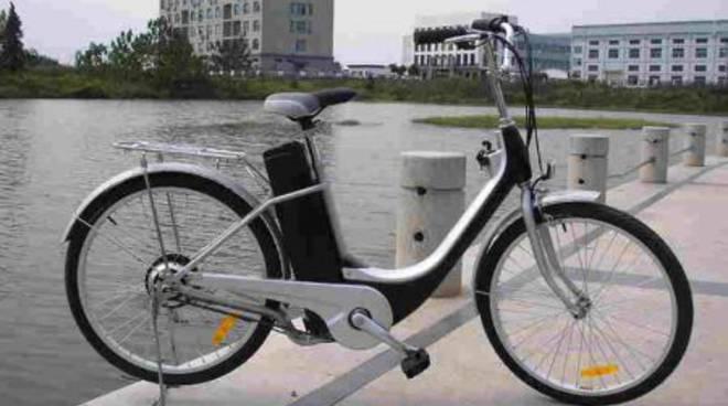 Bici elettrica, velocipede pedalata assistita
