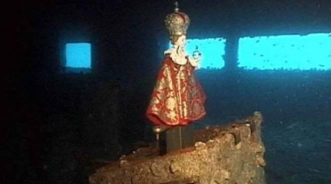 Statua del Bambin Gesù di Praga sulla plancia della petroliera Haven