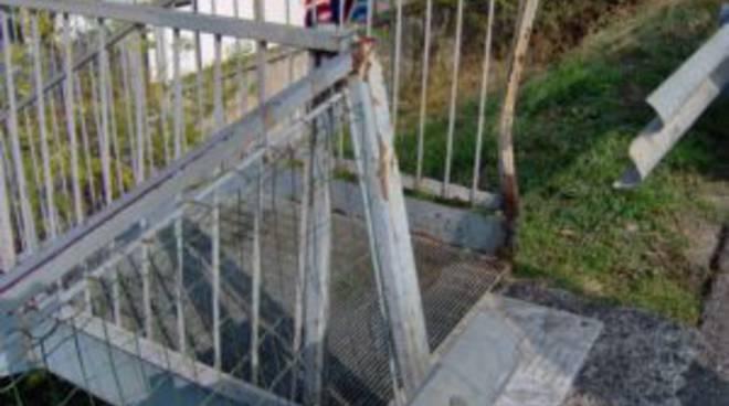 Savona, fuoristrada si schianta contro l'ingresso del canile