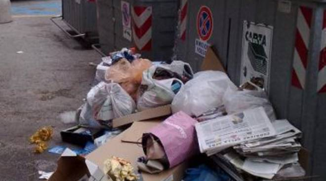 Contenitori rifiuti ad Albisola