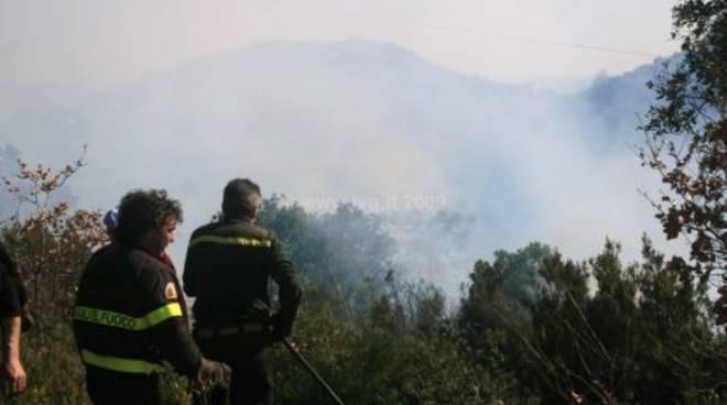 Incendio boschivo Giustenice