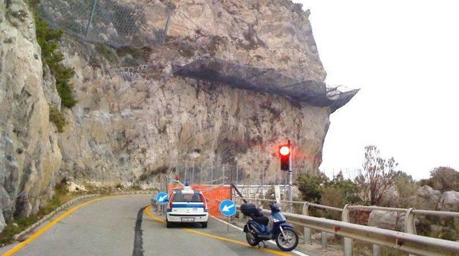 Frana a Capo Noli: Aurelia riaperta con semaforo