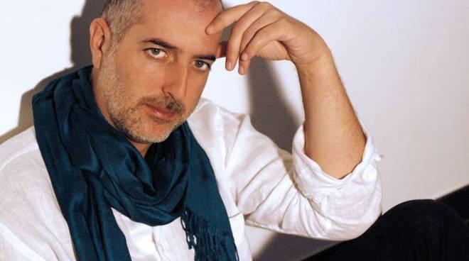 Il cantautore Massimo Schiavon