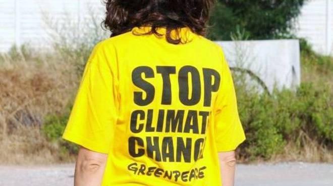 G8, protesta Greenpeace a Vado Ligure