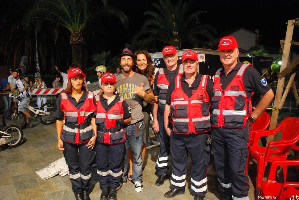 Il biker Brumotti e i volontari loanesi dell'ANC