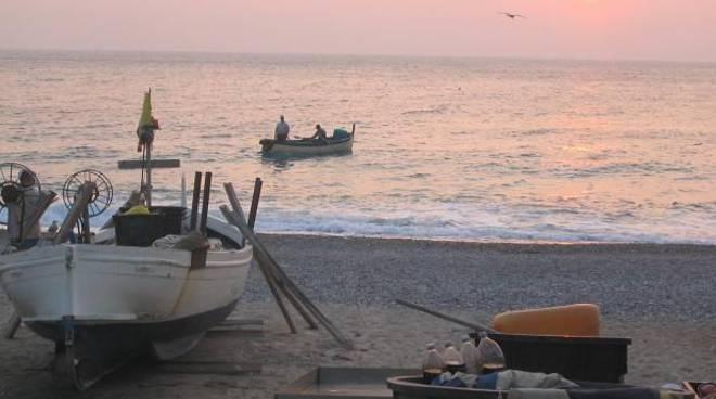 Noli, pescatori all'alba