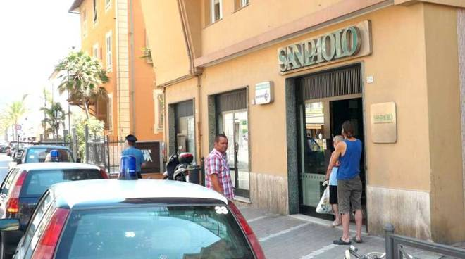 Pietra Ligure, rapina alla banca San Paolo