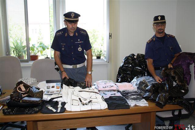 Polizia, sequestro merce contraffatta