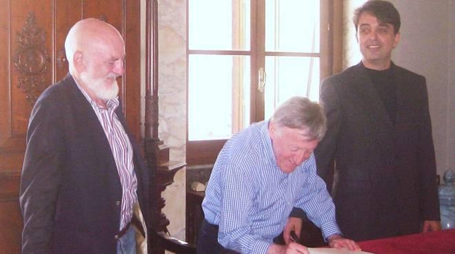 Savona, la firma dei Chieftains sull'Albo d'Onore