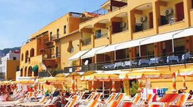 Finale, hotel Al Saraceno: attività sospesa per irregolarità ...