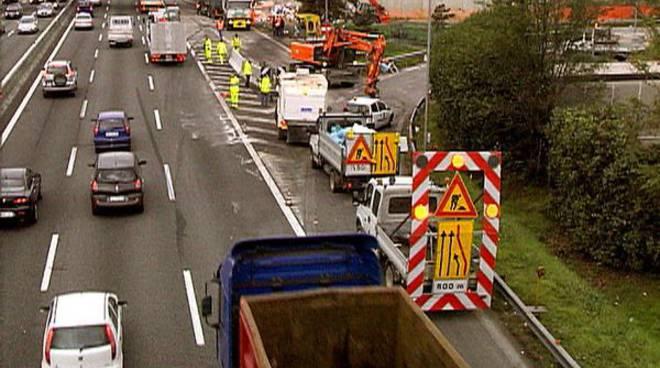Travolto in autostrada operaio apuano