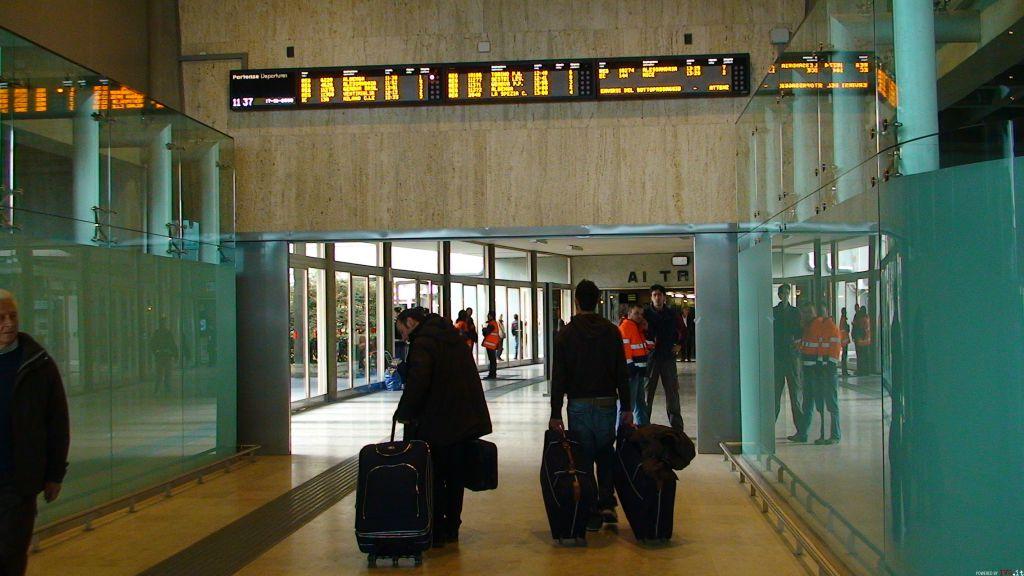 Savona - viaggiatori treno stazione