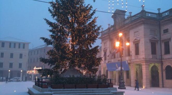 Savona - piazza sisto nevicata