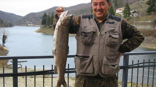 Osiglia: trota di 4 kg pescata nel lago