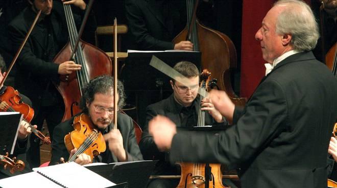 Orchestra Sinfonica - direttore Giuseppe Garbarino