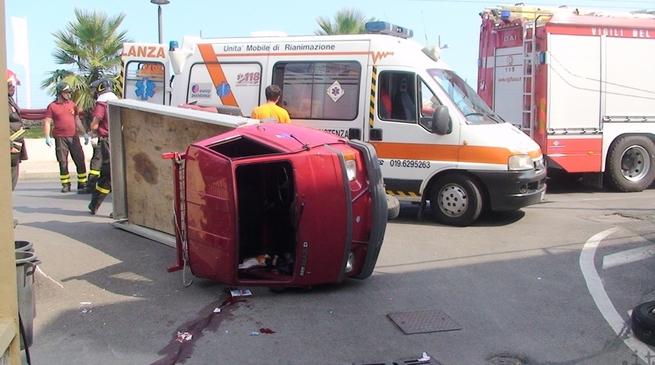 Loano - incidente motocarro aurelia