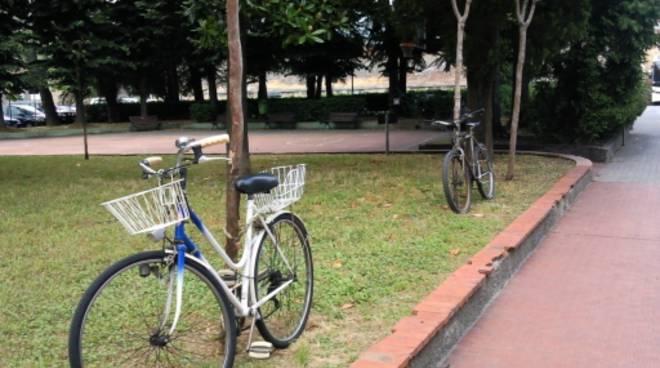 bici parcheggiate in divieto