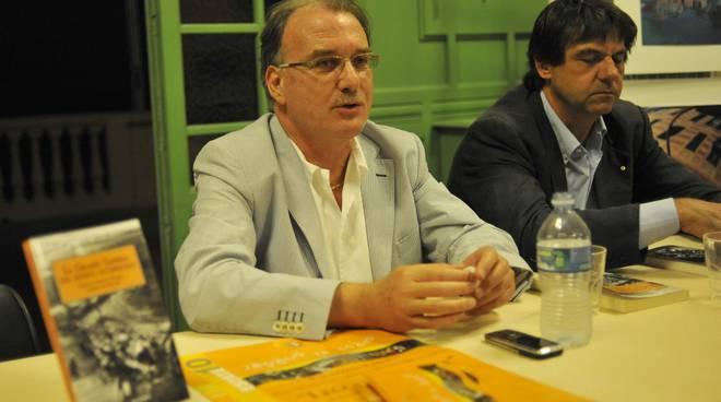 il_giornalista_pierpaolo_cervone_presenta_il_suo_libro