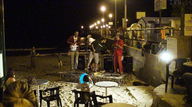 Musica, concerto, spiaggia