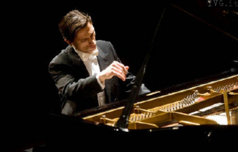 A Sassello il concerto del pianista Alexander Romanovsky - Il Vostro  Giornale