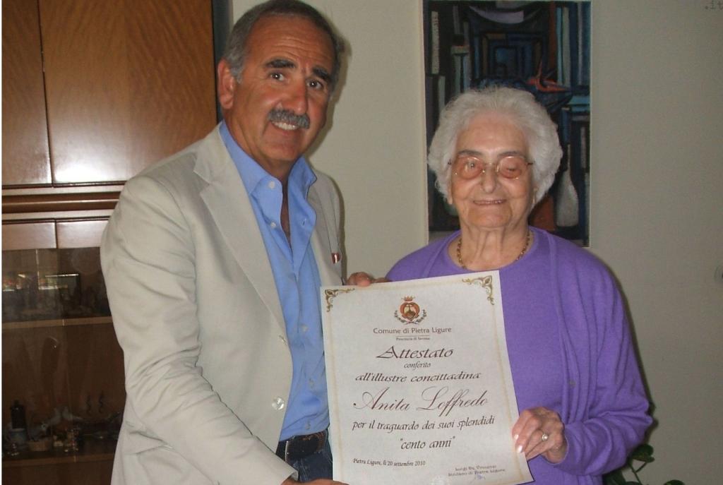 Anita Loffredo, nonnina centenaria, con De Vincenzi