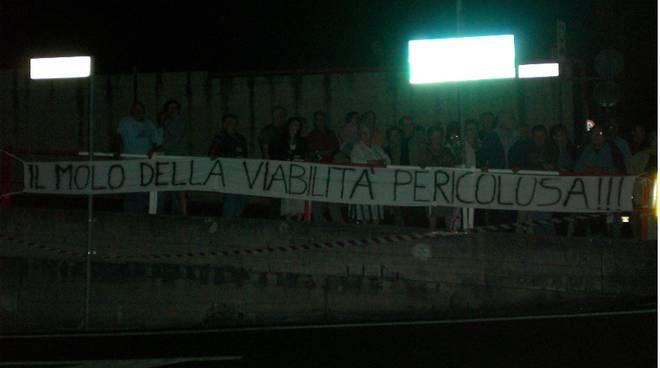 protesta abitanti Molo