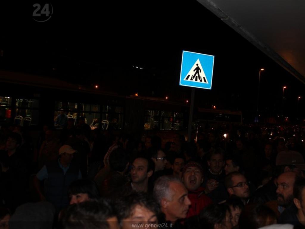 Genova - Marassi - biglietteria stadio caos