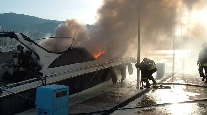incendio barca