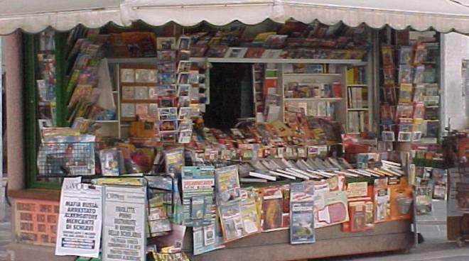 Edicolante ruba giornali a altre edicole