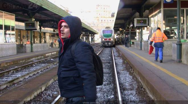 Genova, studenti bloccano stazione