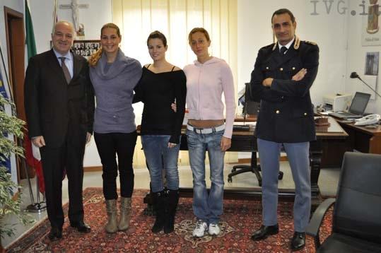 Questore Grillo e Molinari con le atlete Fiamme Oro