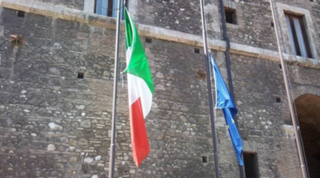 bandiera a mezz'asta
