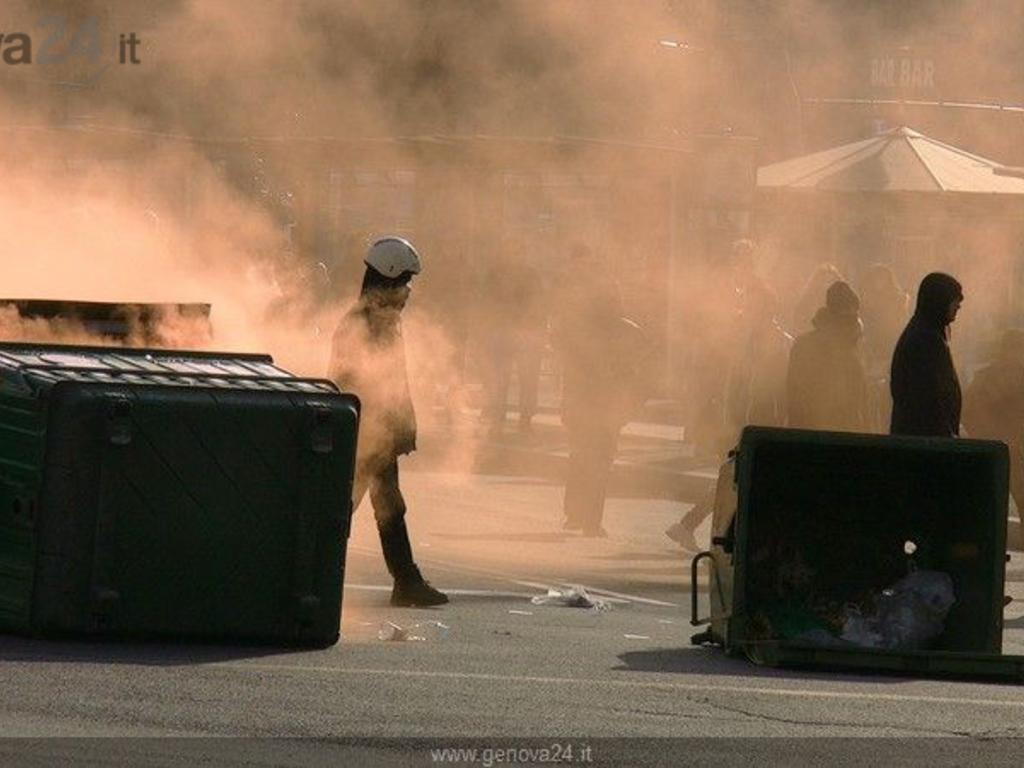 Disordini sciopero fiom genova protesta