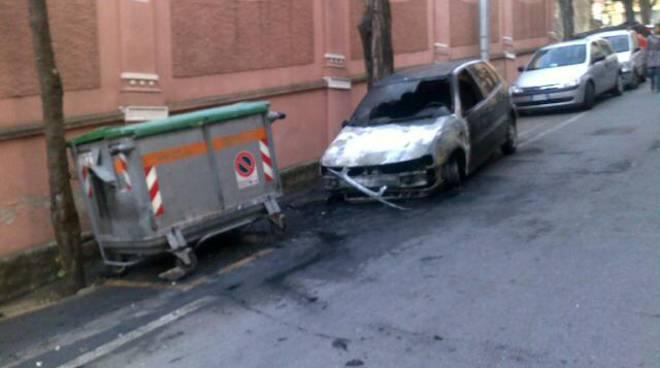 auto bruciata v. montegrappa savona