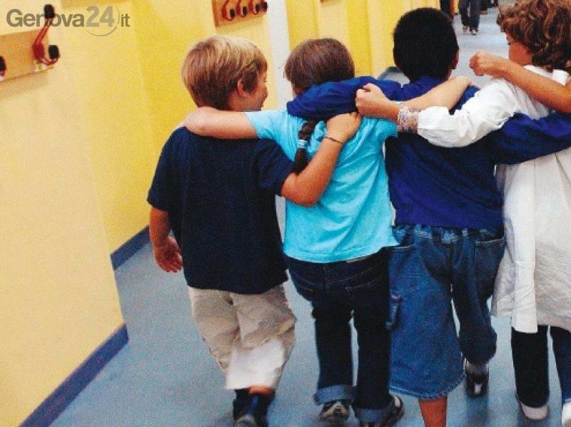 bambini abbracciati