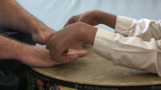 mani, solidarietà, aiuto,