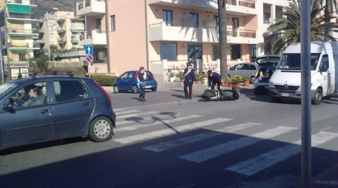 Pietra, scontro auto-moto sull'Aurelia: un ferito